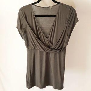 Tahari V-Neck T-Shirt Size M